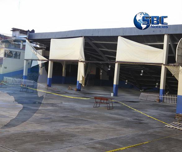 Así quedo el techo del auditorio de la Primaria Carlos Betancourt Molina