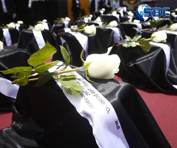 Miguel Barbosa entrega cenizas de 105 poblanos fallecidos en EE.UU. por COVID-19
